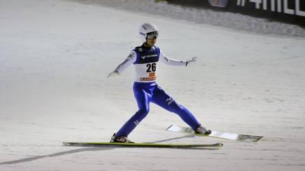 Immagine di una sciatrice tornata allo sport dopo l'operazione.